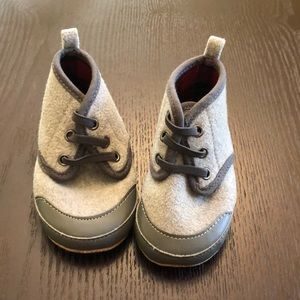 Adorable Old Navy Grey Shoes 12/18 months